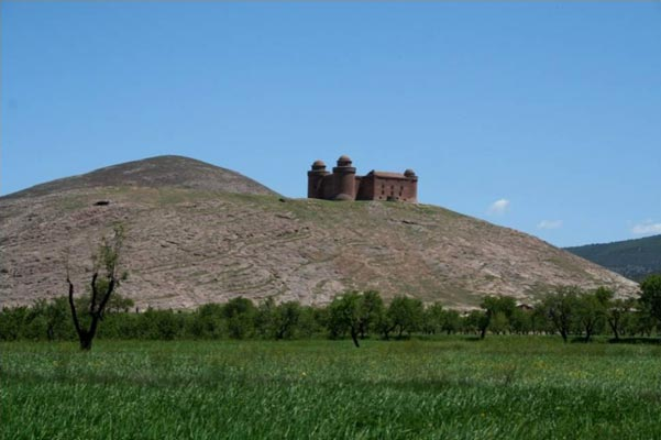 Castle of La Calahorra by the field site in the Spanish province of Granada.<br />(Credit: Mercedes Molina Morales)